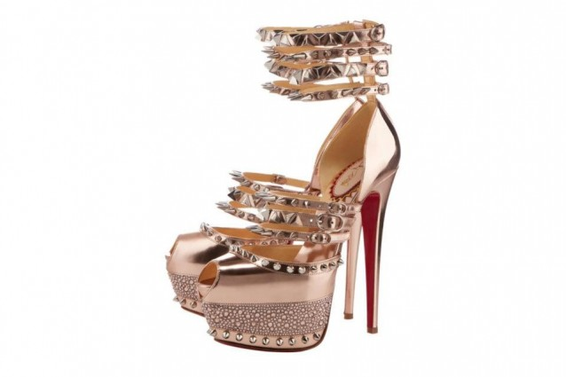 louboutin scarpe borchie