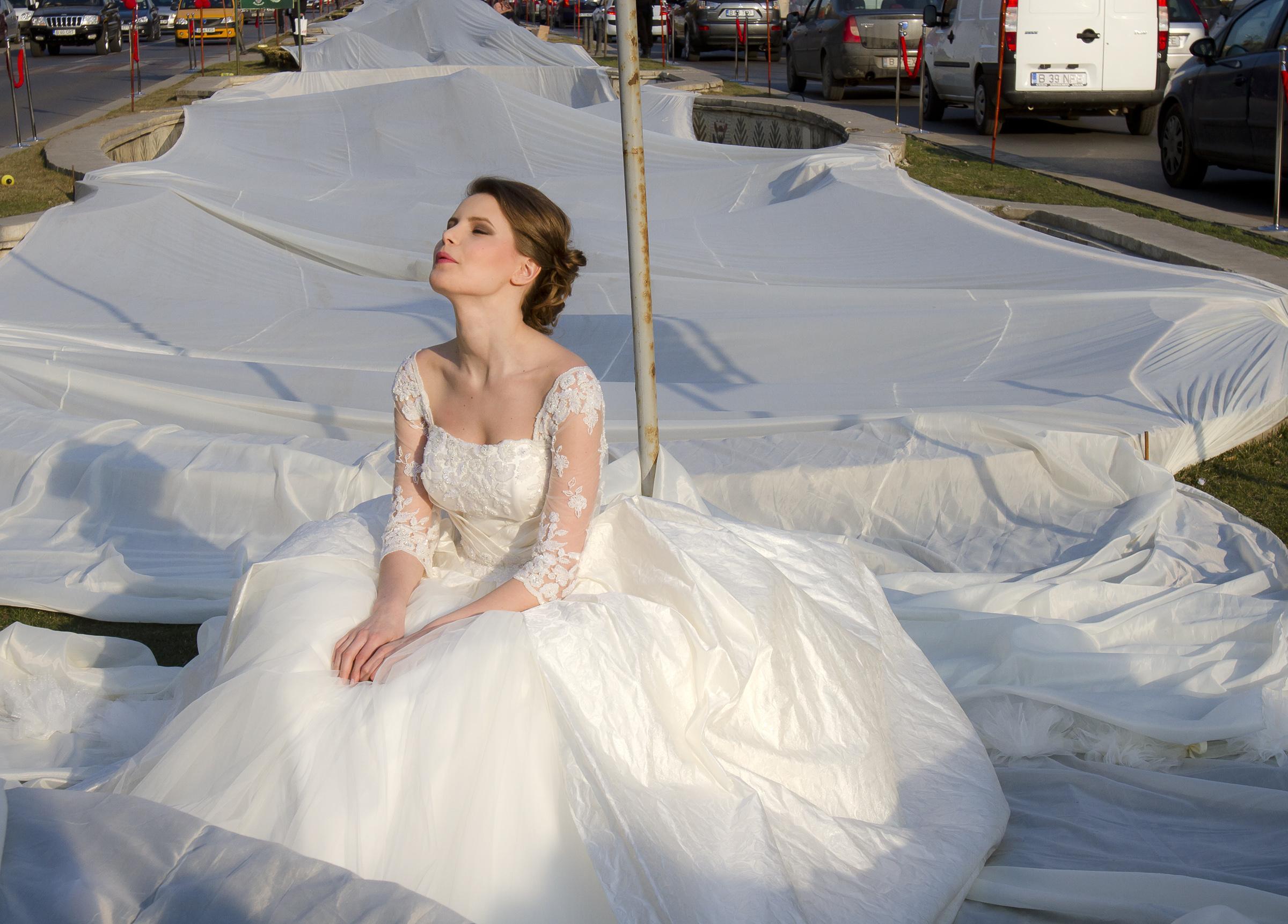 L 39 abito da sposa pi lungo del mondo video for Foto meravigliose del mondo