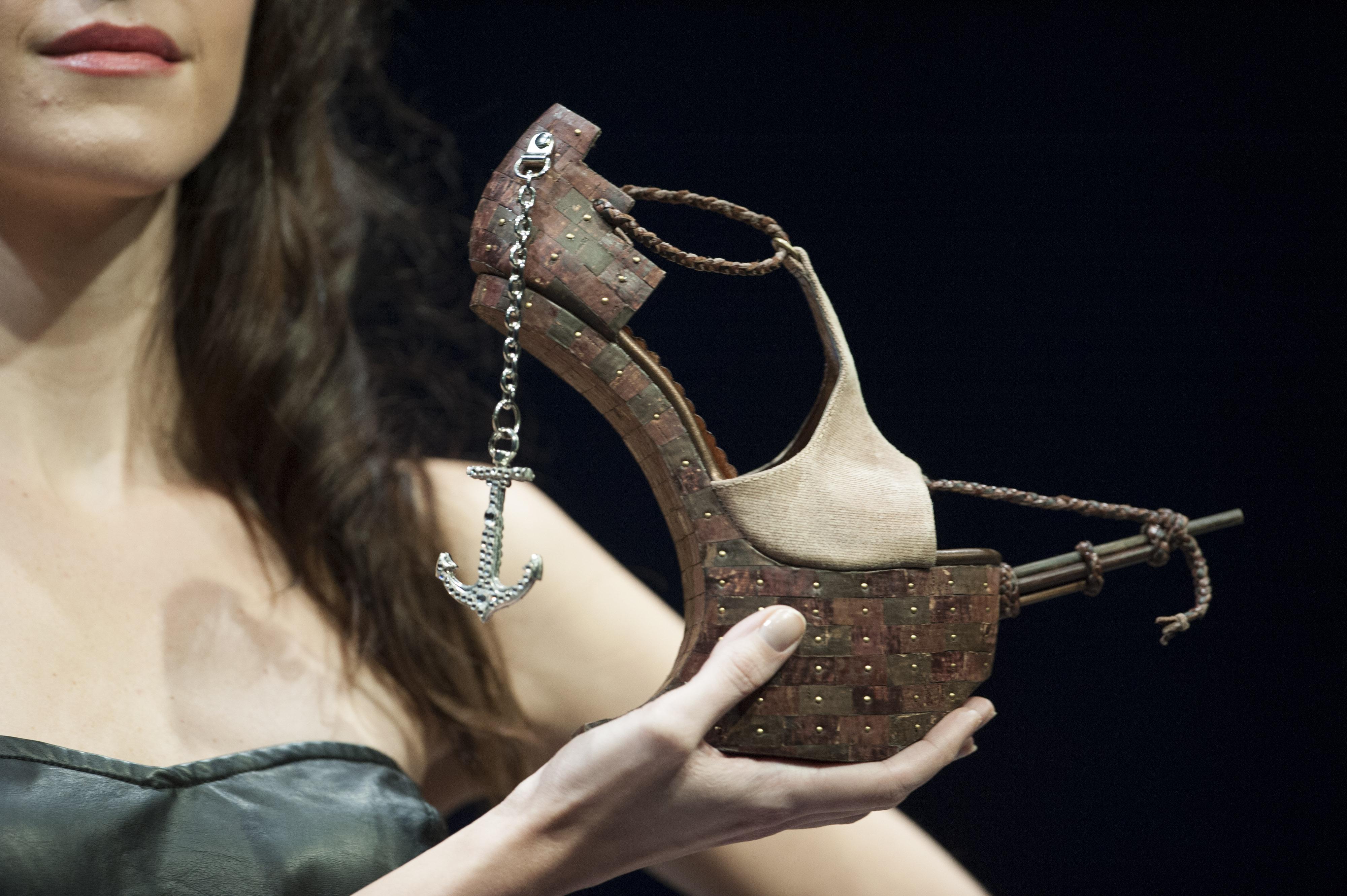 Le scarpe pi strane al mondo sfilano ad hong kong foto for I piu fighi del mondo