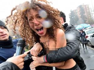 Femen contro la politica