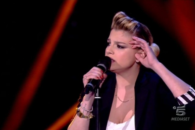 "Emma Marrone, look da ""bad girl"" per la quinta puntata di Amici 2013"