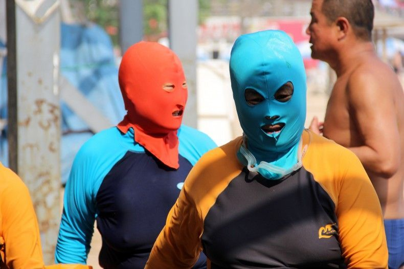 In cina il bagno si fa in maschera foto for Ibiza a maggio si fa il bagno