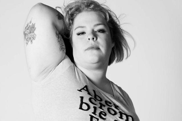 """Abercrombie si oppose ai """"grassi"""", dopo il calo di vendite ora apre alle taglie forti"""
