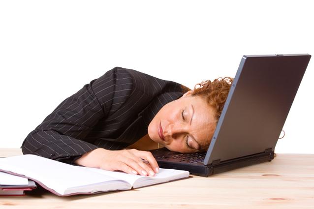 Le donne dormono di più rispetto agli uomini perché fanno più cose