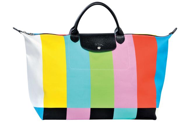 E' una borsa o uno schermo Tv? Ecco l'ultima follia di Jeremy Scott