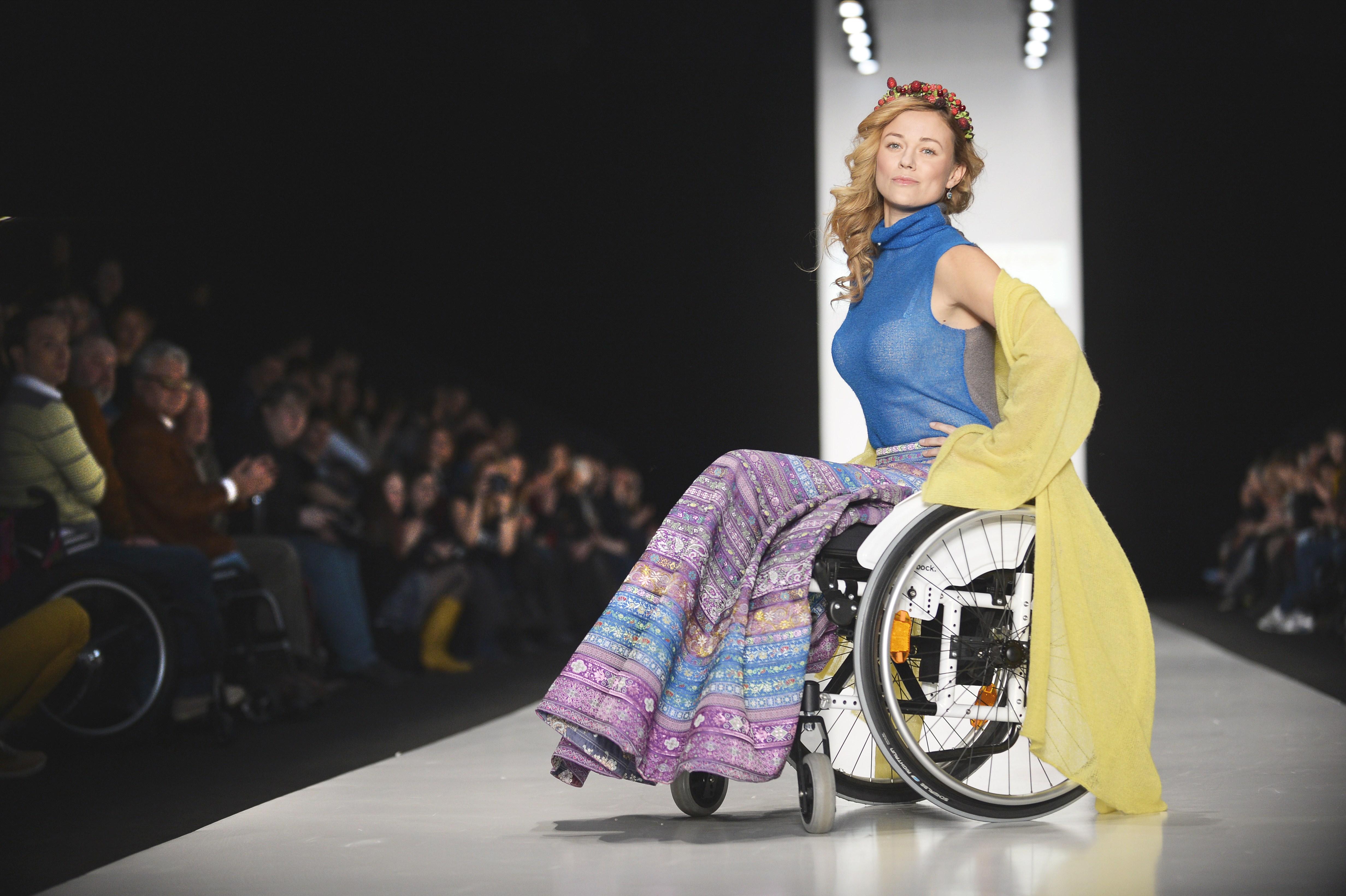 Moda Senza Confini I Disabili Sfilano In Passerella A