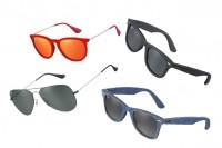 7dbb8fce1afbd Ray-Ban, i nuovi occhiali per l estate in pelle, denim e velluto (FOTO)