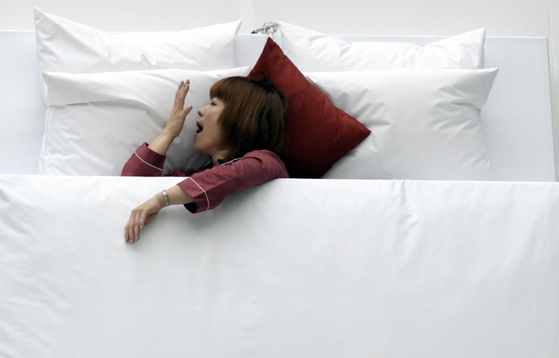 Cinque cose da non fare appena ci si sveglia al mattino - Cose piccanti da fare a letto ...