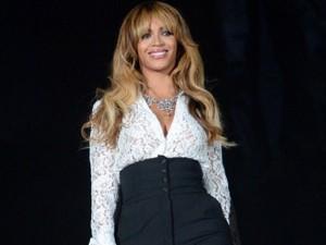Beyoncé cambia taglio di capelli: è il momento della frangia (FOTO)