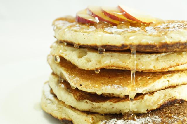 Pancakes alle mele la ricetta per un brunch all 39 americana for Preparare un brunch