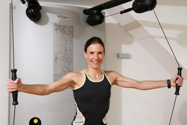 5 esercizi per tonificare braccia e spalle senza andare in - Palestra a casa esercizi ...