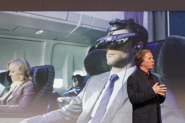 CES 2014, Sony sfida gli Oculus Rift e presenta il visore per la realtà virtuale HMZ-T3Q