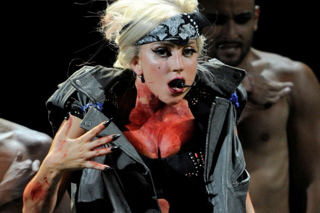 Sul bagno di sangue di lady gaga interviene scotland yard - Bagno di sangue ...