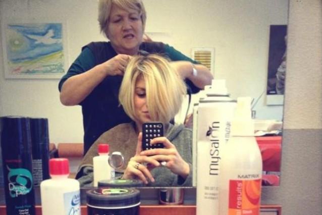 Il nuovo taglio di capelli di emma marrone