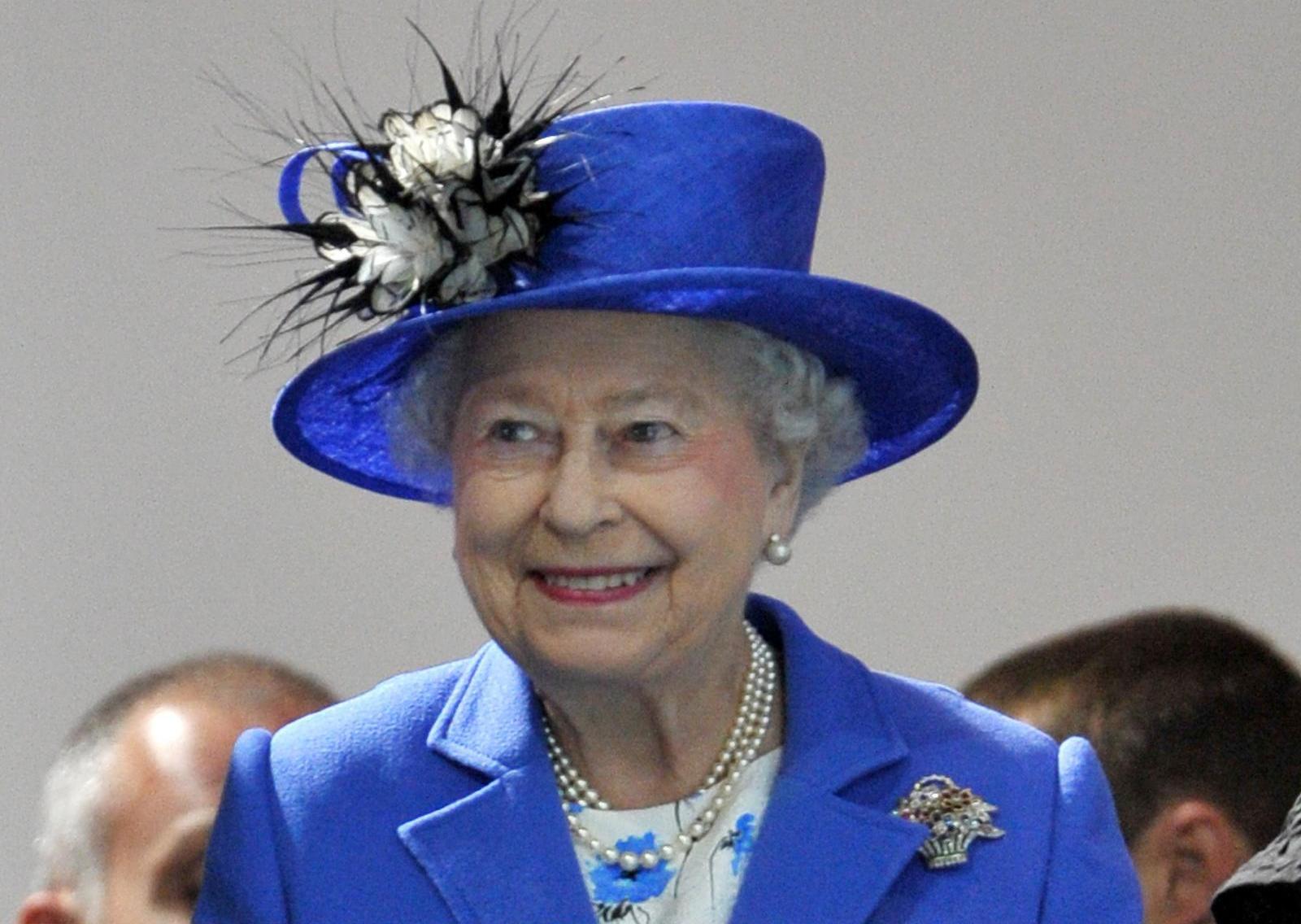 La Regina Elisabetta Cerca Un Maggiordomo Sul Web