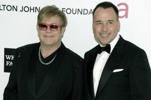 Sir Elton John e David Furnish stanno per diventare di nuovo genitori. Il secondo figlio dopo la nascita di Zachary arriverà nel 2013, grazie all'aiuto di una madre surrogata.