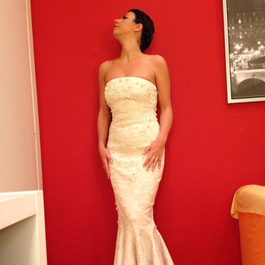 Geppi cucciari sposa perfetta in abito bianco foto for Permesso di soggiorno dopo matrimonio