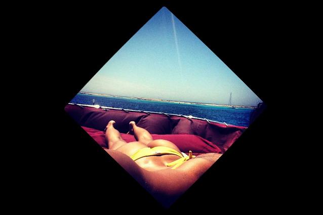 Nicole minetti al mare lato b su instagram foto for B b budoni al mare