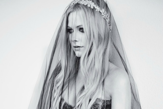 Avril Lavigne Matrimonio In Nero : Avril lavigne matrimonio in abito da sposa nero foto gentevip