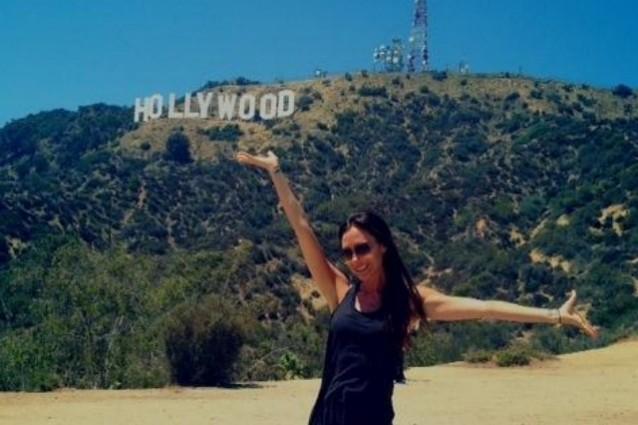 Victoria Beckham torna a LA: la notizia è che sorride (FOTO)