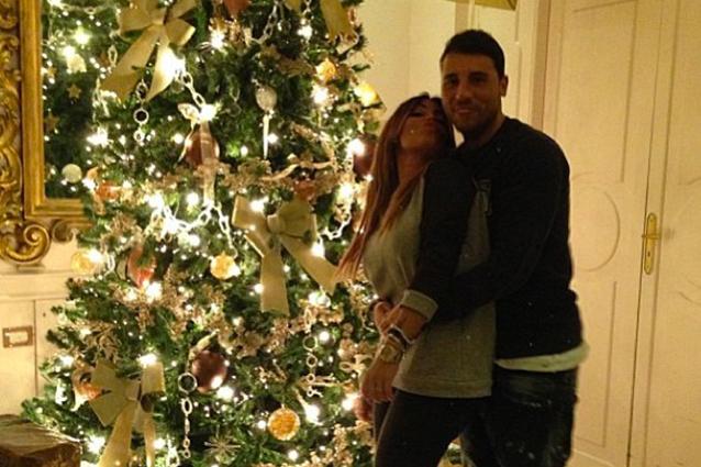 Matrimonio Sotto Natale : Guendalina tavassi e umberto coccole sotto l albero di natale