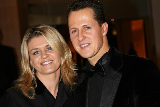"""Corinna Betsch, la moglie di Schumacher """"è disperata, si sta facendo forza per i figli"""""""