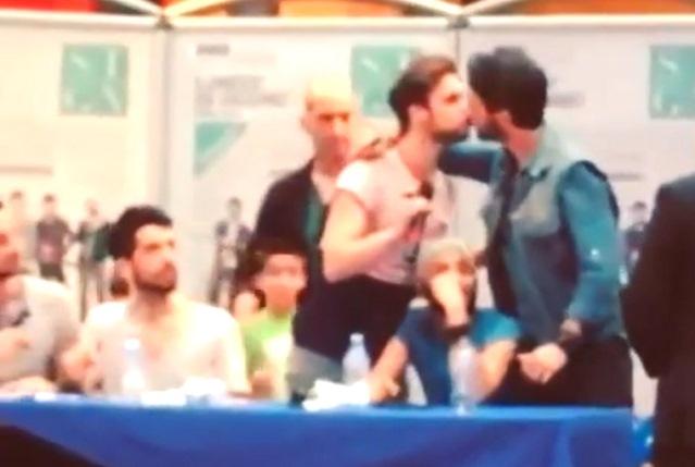 annunci gay con foto gay video in italiano