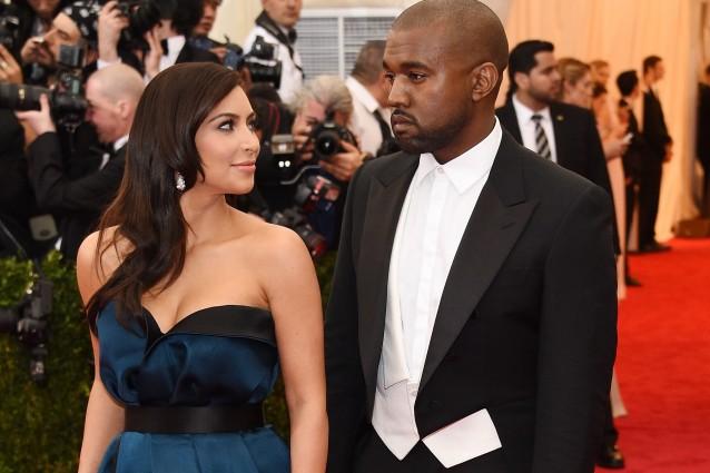 Kim kardashian difende kanye mai chiesto di alzarsi a