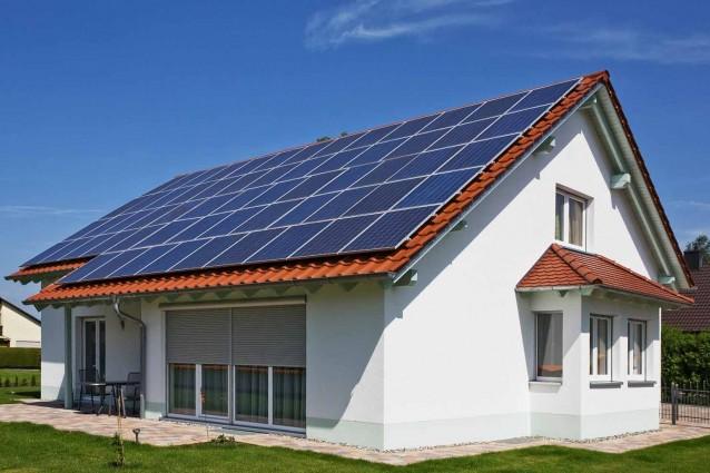 Pannello Solare Sul Tetto : Incentivi fotovoltaico la detrazione per installazione di
