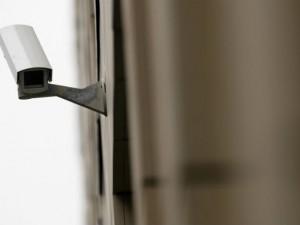 Lombardia, approvata la legge per installare le telecamere nelle case di riposo