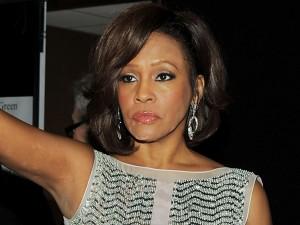 Alla morte di Whitney Houston, avvenuta per annegamento, hanno contribuito altri due fattori: l'uso cronico di cocaina e l'aterosclerosi.
