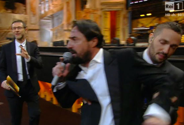 Ennesima protesta a Sanremo 2014, scatta l'allarme ma era un flashmob (VIDEO)