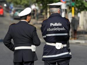 Napoli, consigliere pubblica le postazioni dei vigili sui so