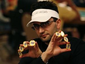 Poker e scommesse: la prop bet di Antonio Esfandiari al ristorante