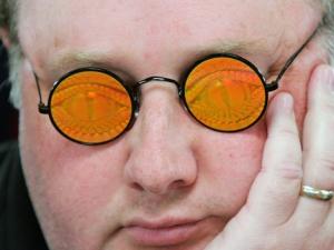 I buffi occhiali del pro players Raymer