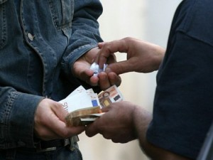 Prati, mamme detective fanno arrestare pusher al parco di via Pietro Pomponazzi