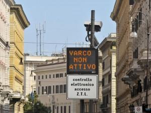 Dal 2017 centro storico di Roma vietato per quasi 300mila automobili
