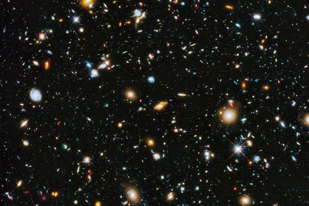 """Diecimila galassie in un angolo di """"cielo""""."""