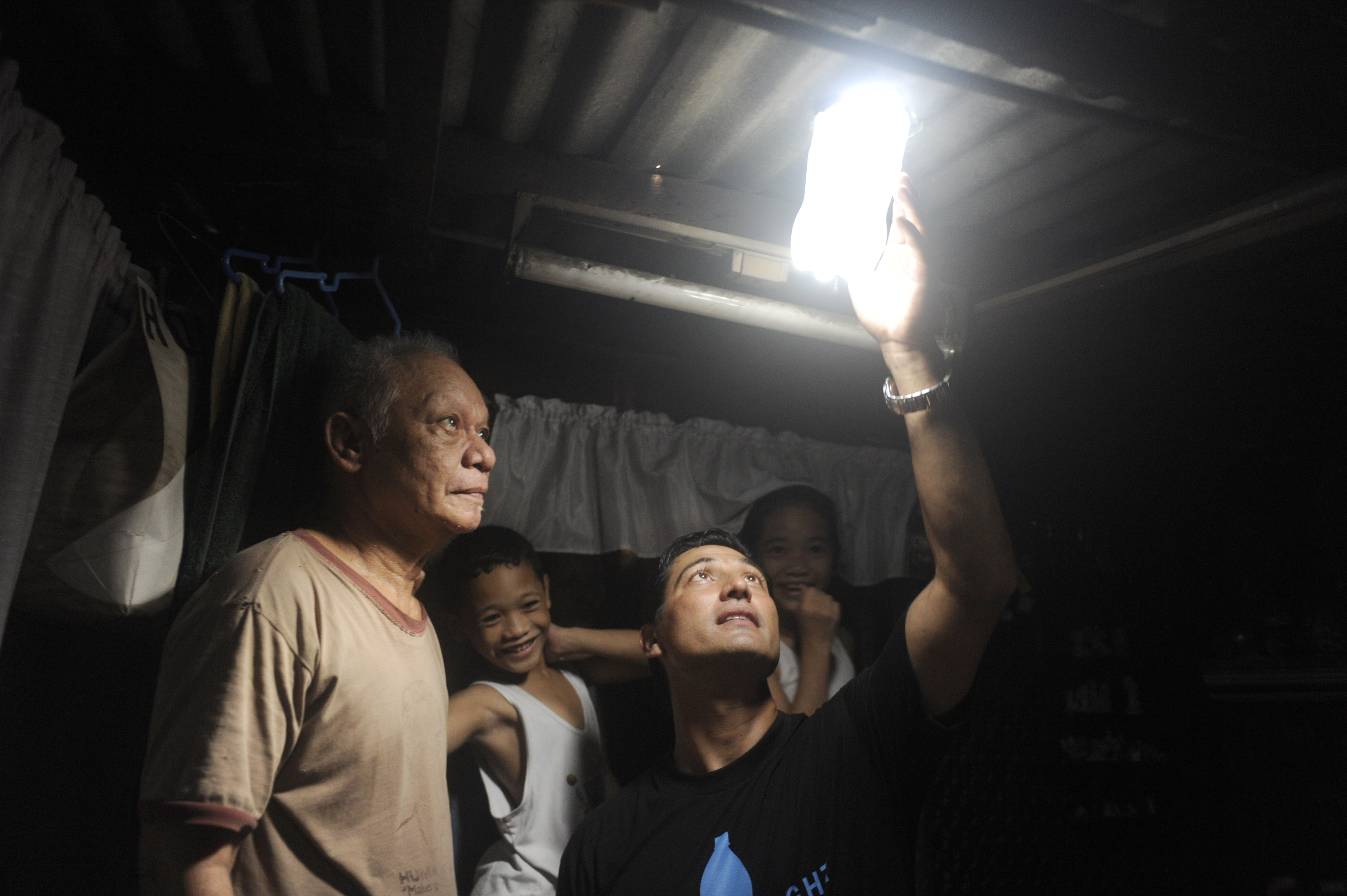 Illuminare Con Acqua E Candeggina : Scientificando liter of light un litro di luce con sole acqua e