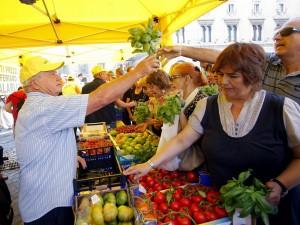 L ombra della camorra sui trasporti 6 arrestati tra loro for Mercato frutta e verdura milano