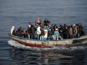 L'allarme è scattato nella notte: oltre alle cinque vittime del mare sull'imbarcazione c'erano altre 52 migranti in condizione di salute precarie. Si teme una nuova ondata di sbarchi.
