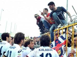 """Il Genoa si fa mettere sotto dal Siena e i tifosi fermano il match: """"Non siete degni del Grifone!"""""""