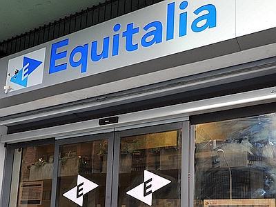 Scrivania Ufficio Bologna : Attivisti smontano lufficio di equitalia a bologna: chiuso per