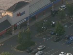Ancora una strage con armi d'assalto negli Stati Uniti: 3 morti in un supermarket (VIDEO).