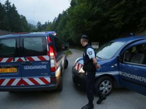 Francia: viaggia coi figli che dormono in auto e nel bagagli