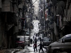 Il sangue continua a scorrere nel Paese dilaniato dalla guerra tra le forze del regime di Assad e quelle dei ribelli. Tragico anche il bilancio parziale di oggi: morte 84 persone tra cui 21 bambini. E l'ultima accusa dell'uso delle armi chimiche arriva da un disertore.