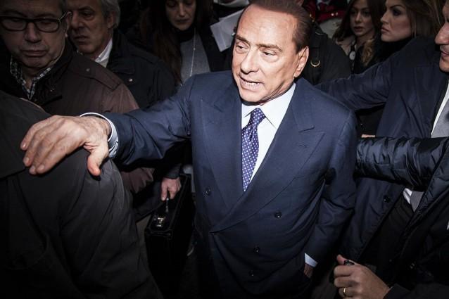Berlusconi ospite in casa sua parla a italia domanda - Ospite in casa legge ...