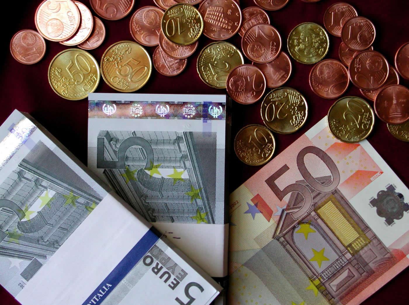 Ciampino trova un portafogli con 1370 euro e lo consegna for Trova un costruttore locale