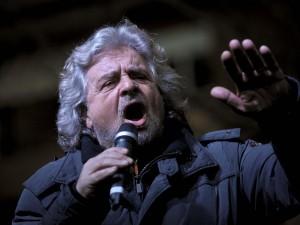"""Grillo contro Renzi: """"E' un cartone animato"""""""