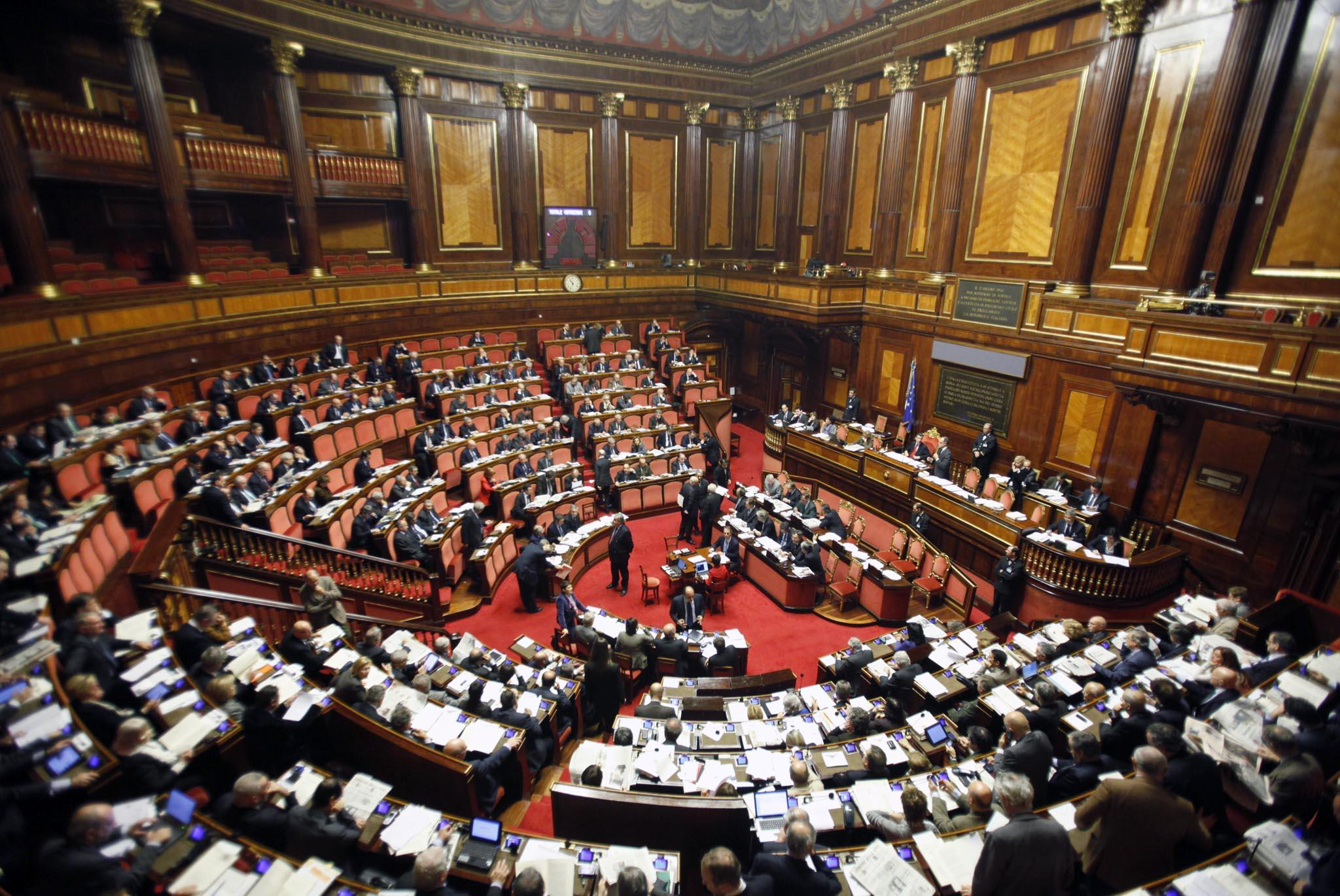Domani la prima seduta del parlamento si tratta sulle for Camera e senato differenze